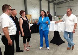 Andrea Nahles (MdB) und Günter Schnitzler (Stadtbürgermeister aus Polch) zu Gast bei der UPA Apck GmbH in Polch