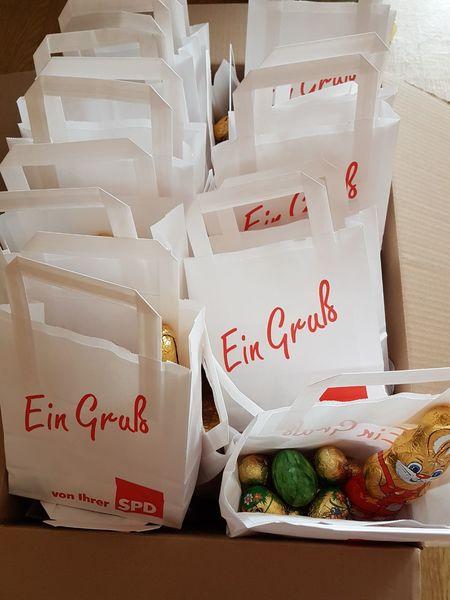 Die Tüten sind gepackt. Die SPD wünscht Frohe Ostern.